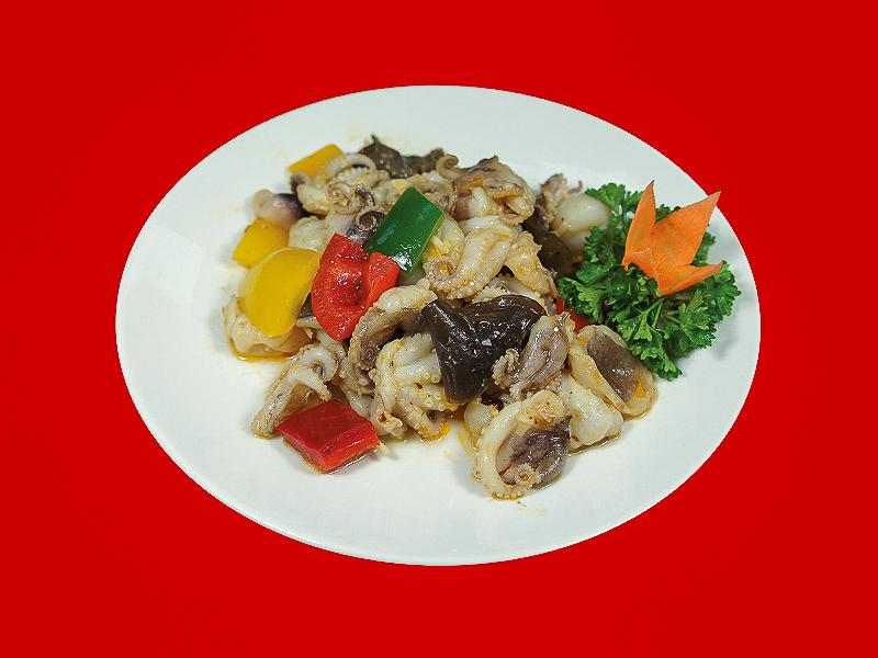 Салат с осьминожками и овощами