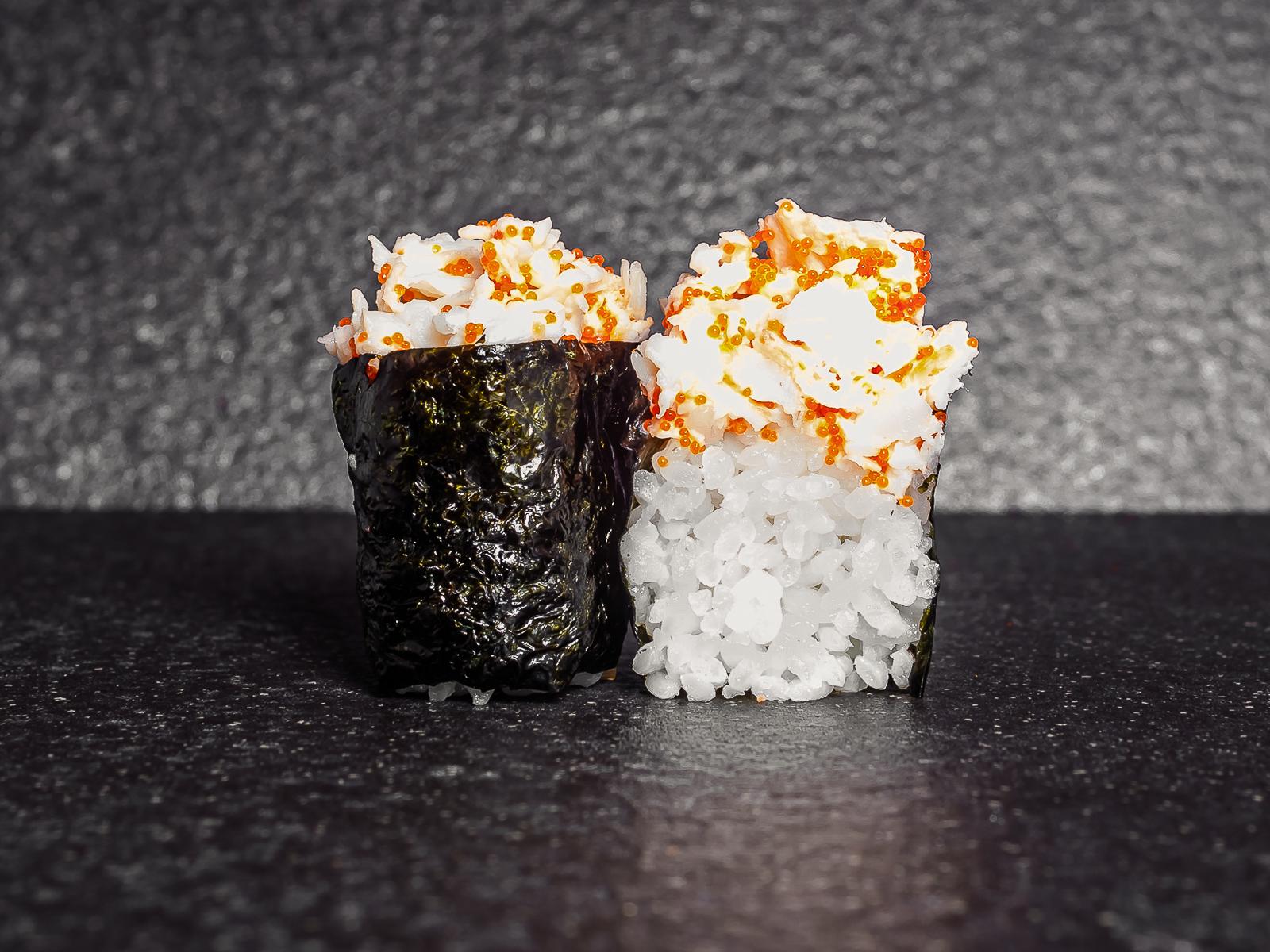 Суши тобико с камчатским крабом