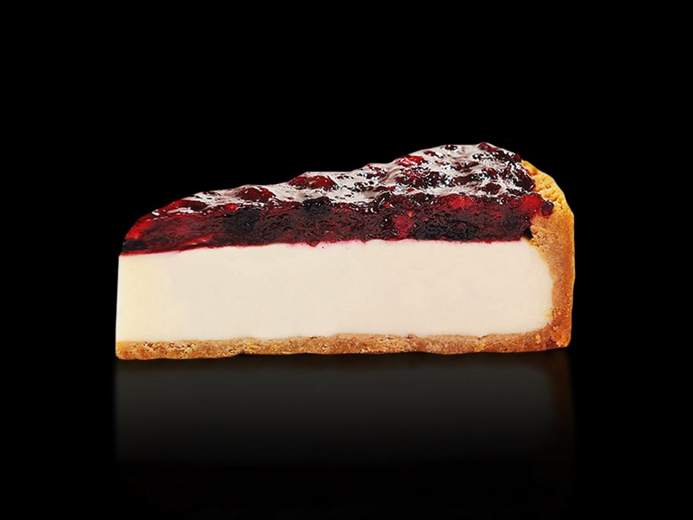 Десерт Чизкейк Нью-Йорк с лесными ягодами