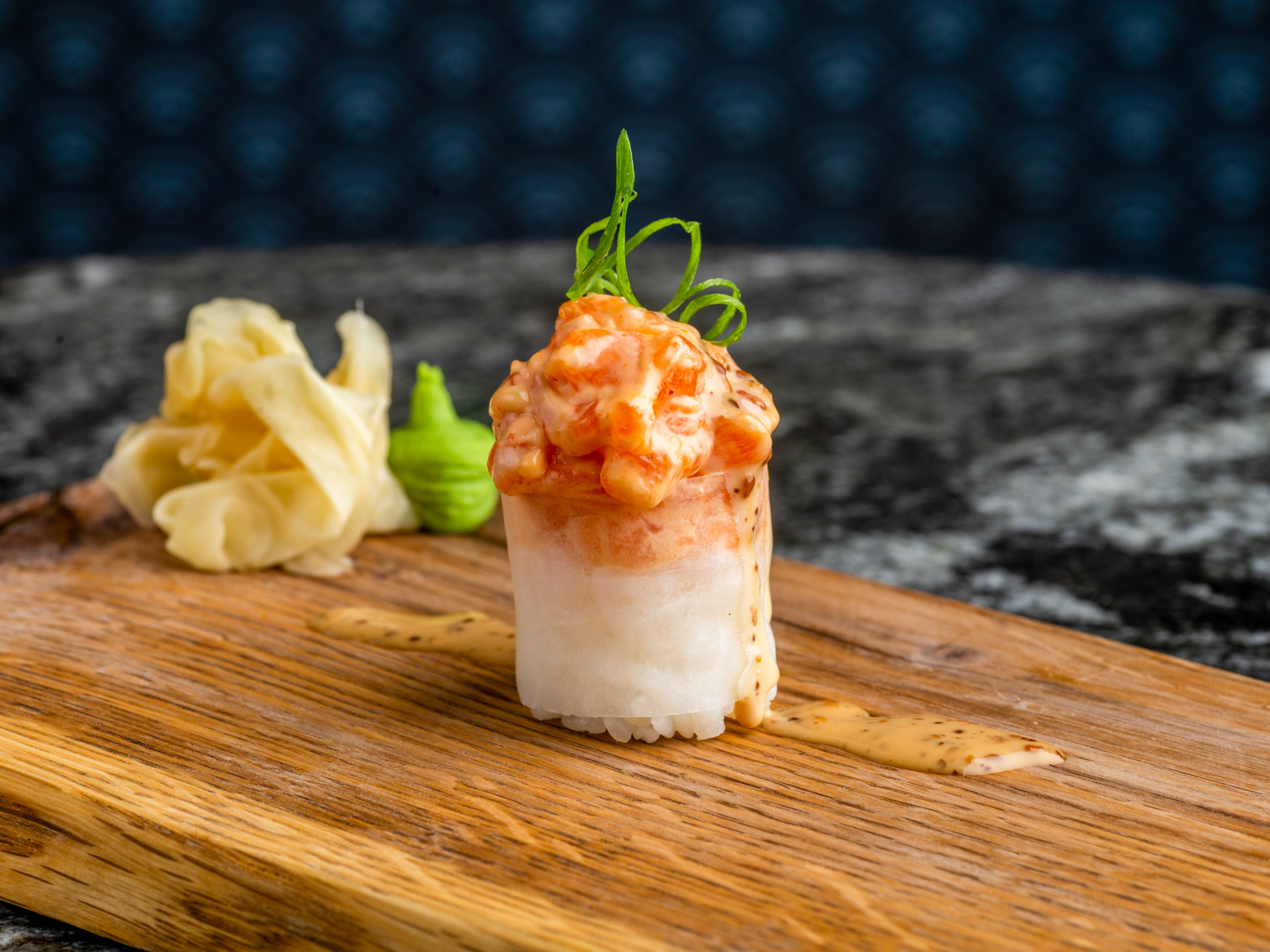 Суши не нигири лосось