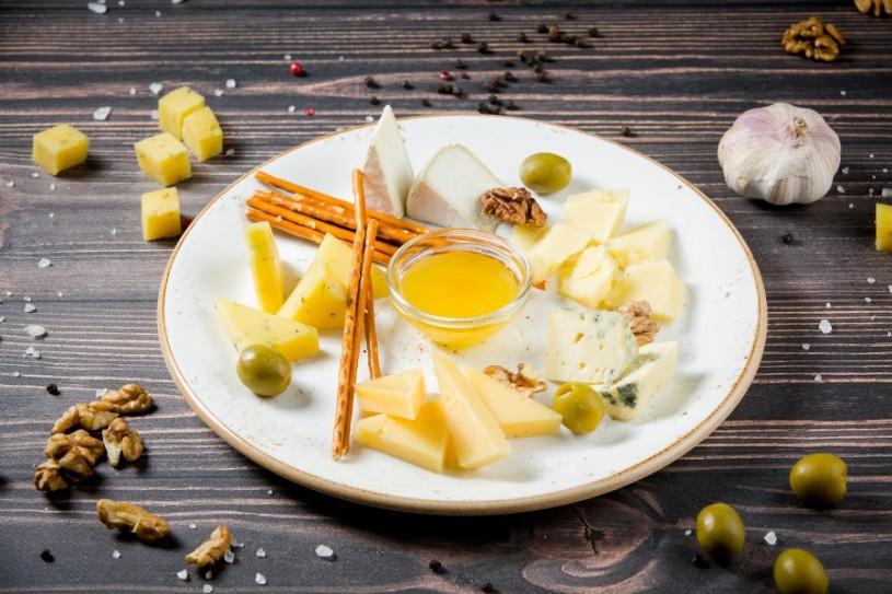 Сырная тарелка с медом
