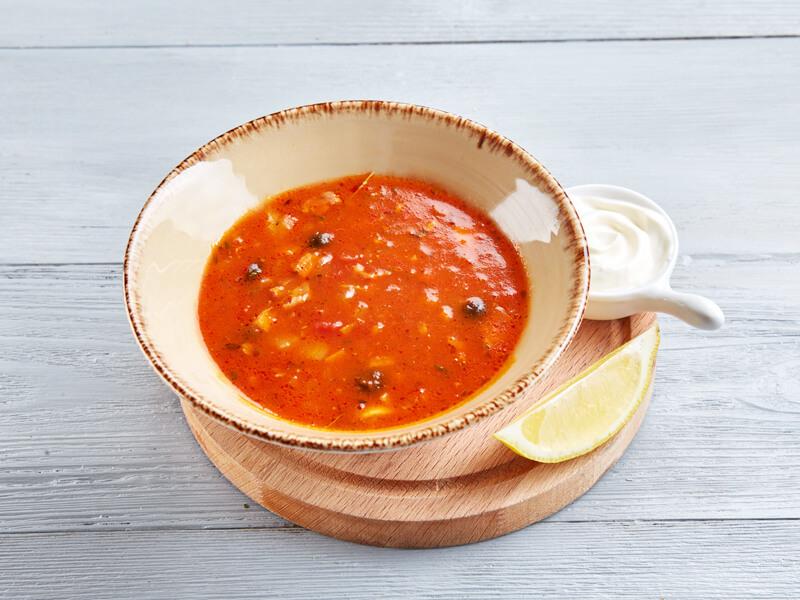 Суп Аматричано с беконом, пармской ветчиной и ароматнымии маслинами