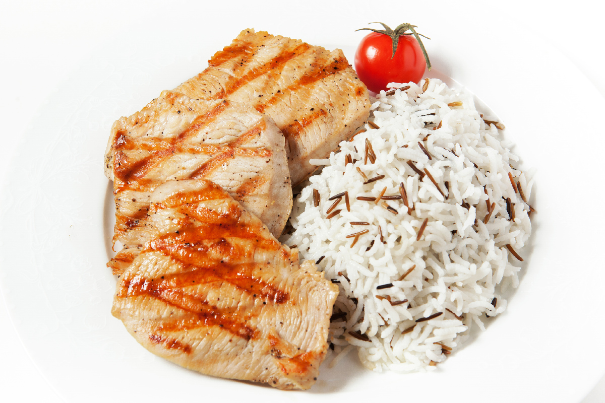 Филе индейки на гриле с рисом