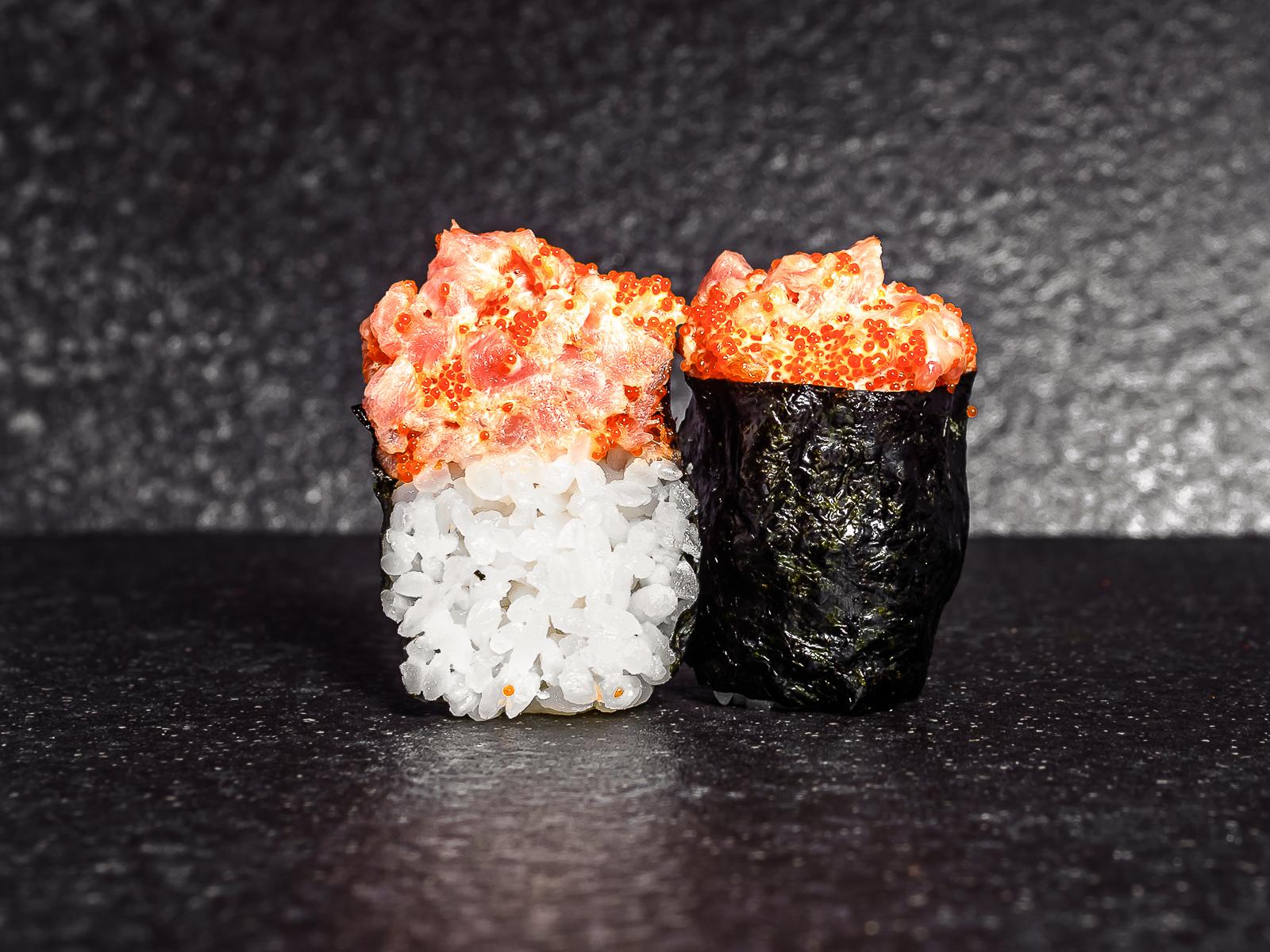Суши тобико с тунцом