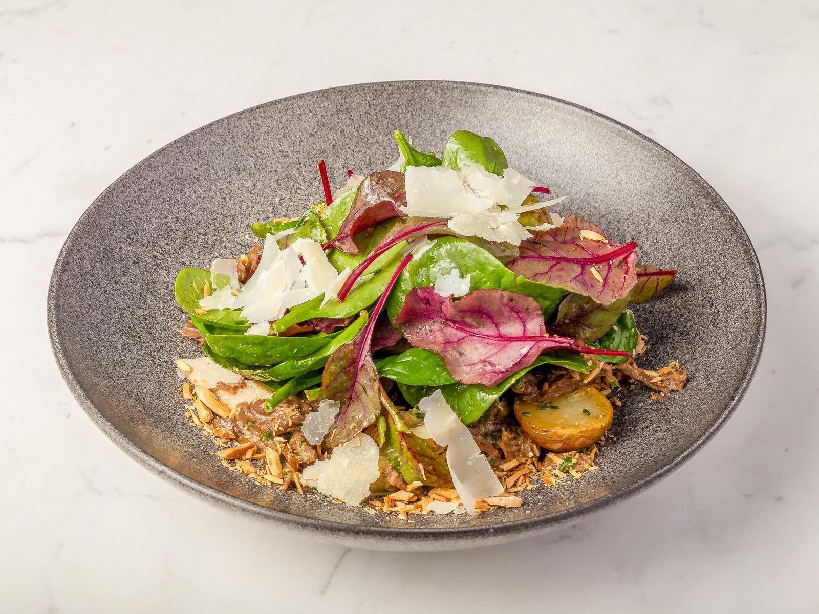 Тёплый салат с говядиной и артишоком