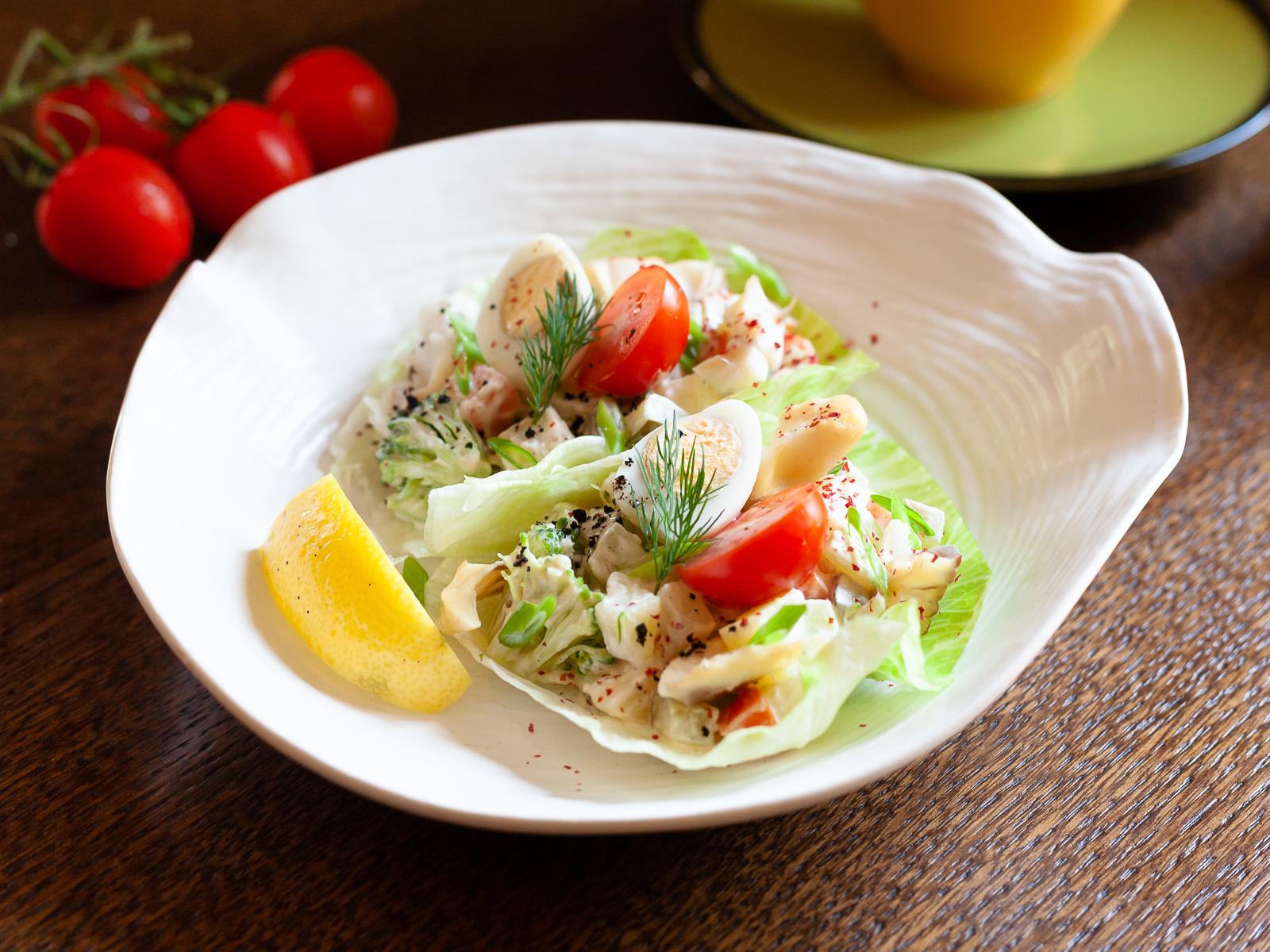 Салат с картофелем и копченой рыбой