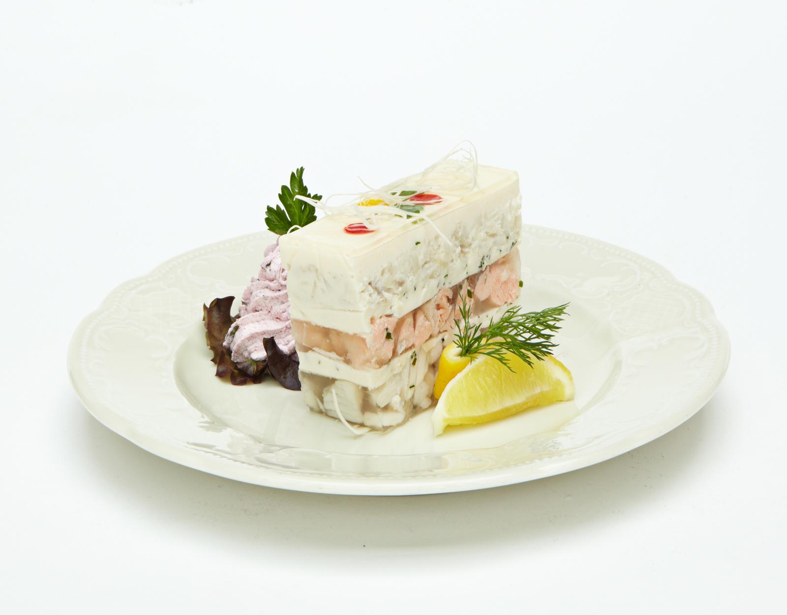 Заливное изъ щуки, судака и лососины подъ хреномъ