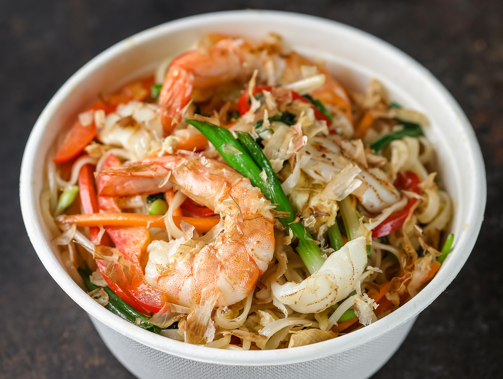 Вок Креветки и кальмар с вьетнамский соусом