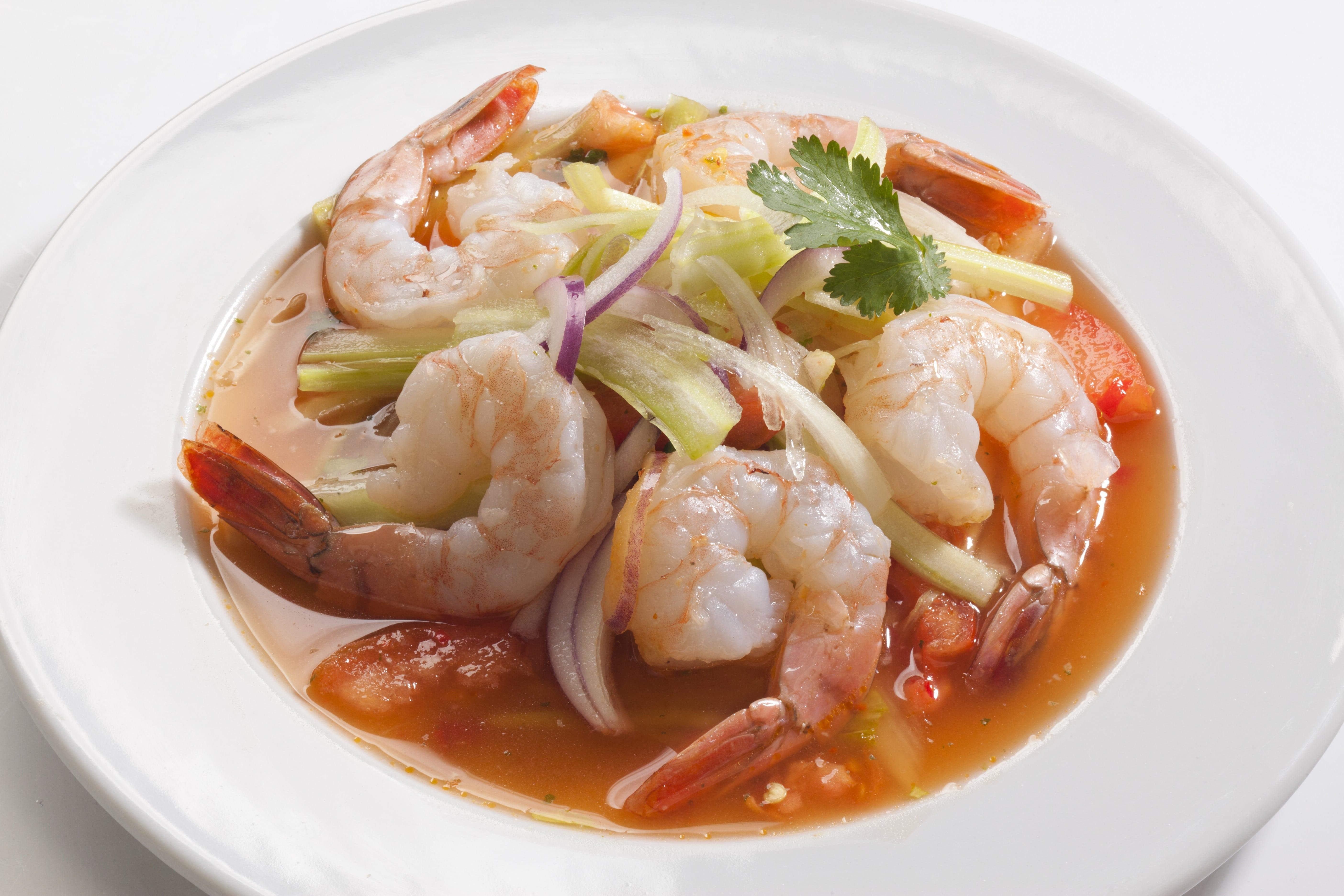 Горячий салат из тигровых креветок Ям Кунг