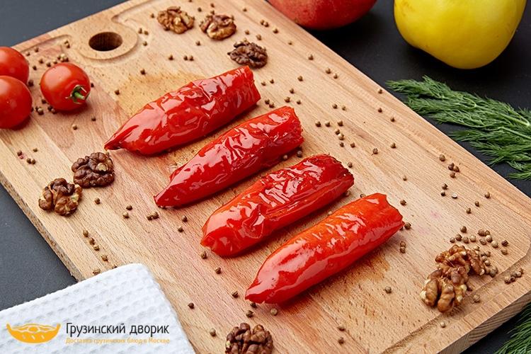 Болгарский перец с орехами