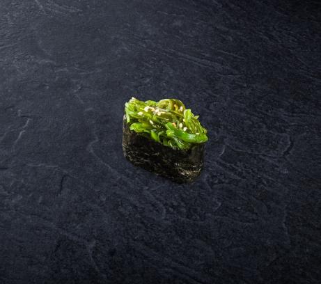 Суши маринованные водоросли