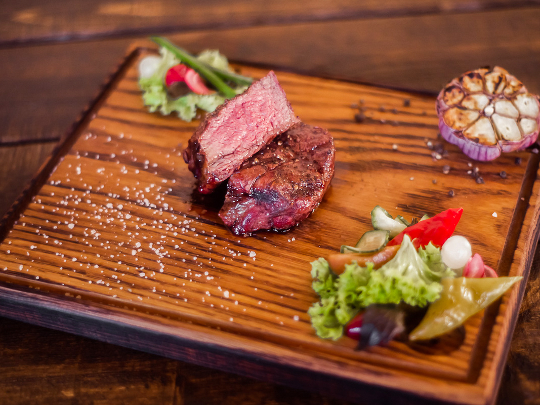 Стейк Шатобриан  из мяса фермерских бычков