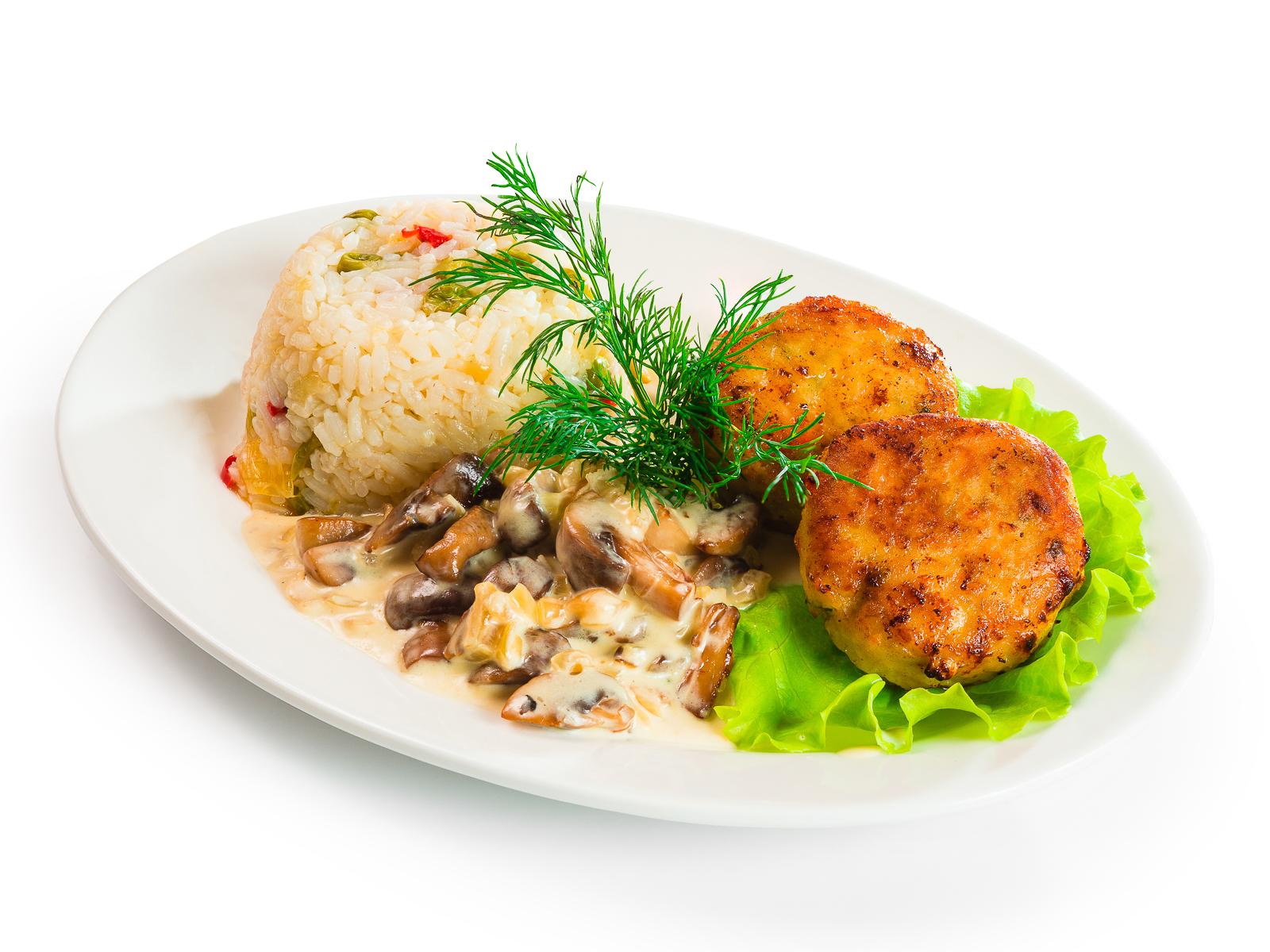 Котлеты из щуки с миксом из риса и овощей