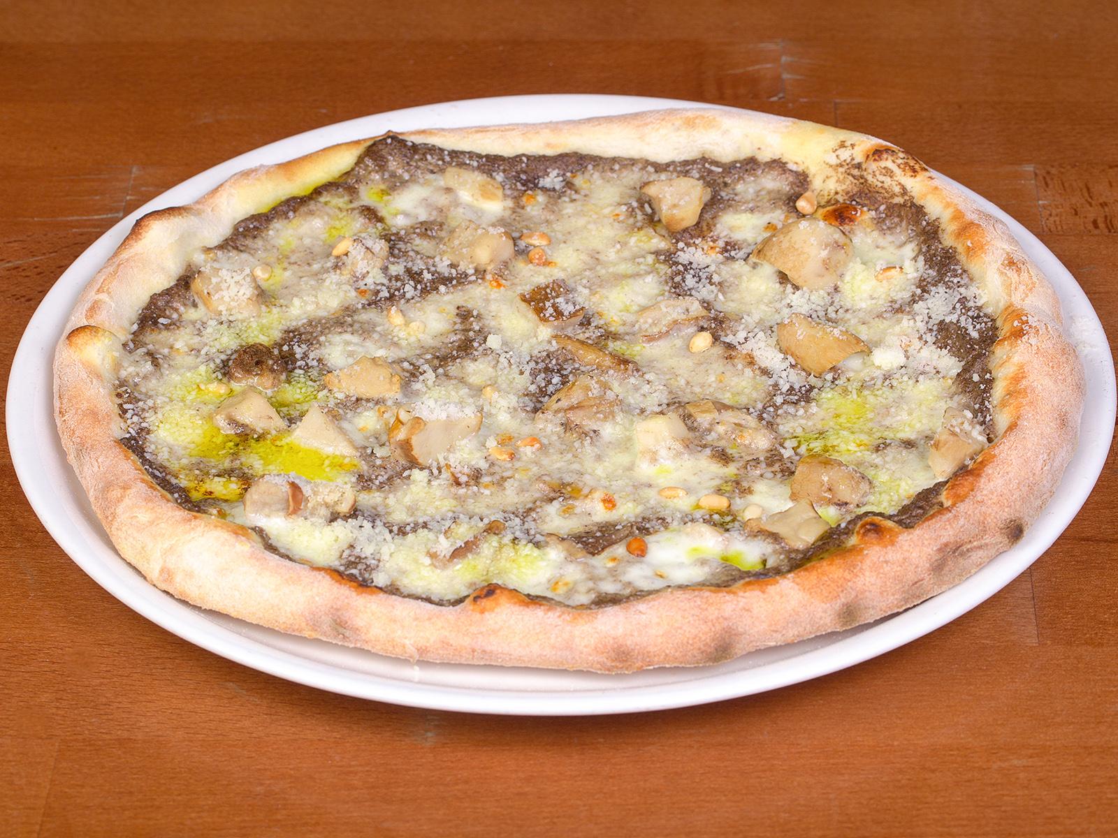 Пицца с черным трюфелем и белыми грибами