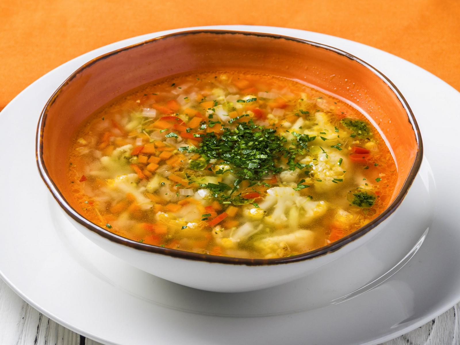 Овощной суп с соусом Песто