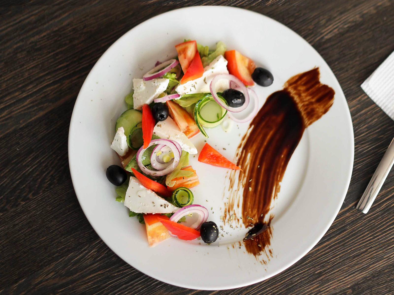 Салат Греческий с печеным сыром