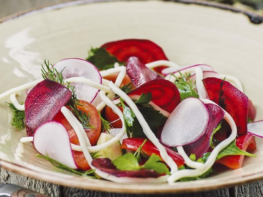 Овощной салат с грядки с чечилом