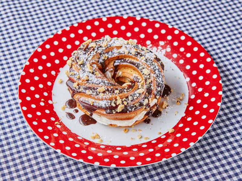 Пирожное кольцо с кремом