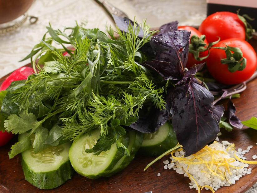 Свежие овощи с ароматной зеленью