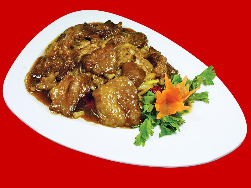 Щечки теленка с маринованной китайской капустой