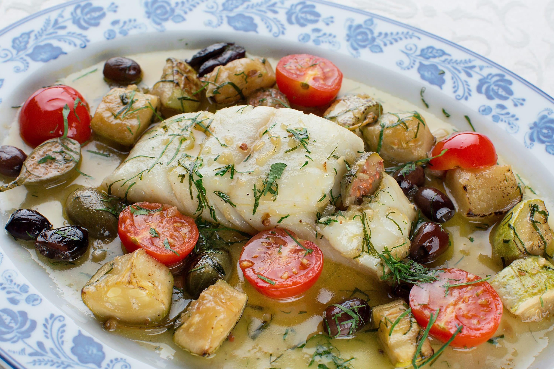 Палтус тушеный с овощами в белом вине