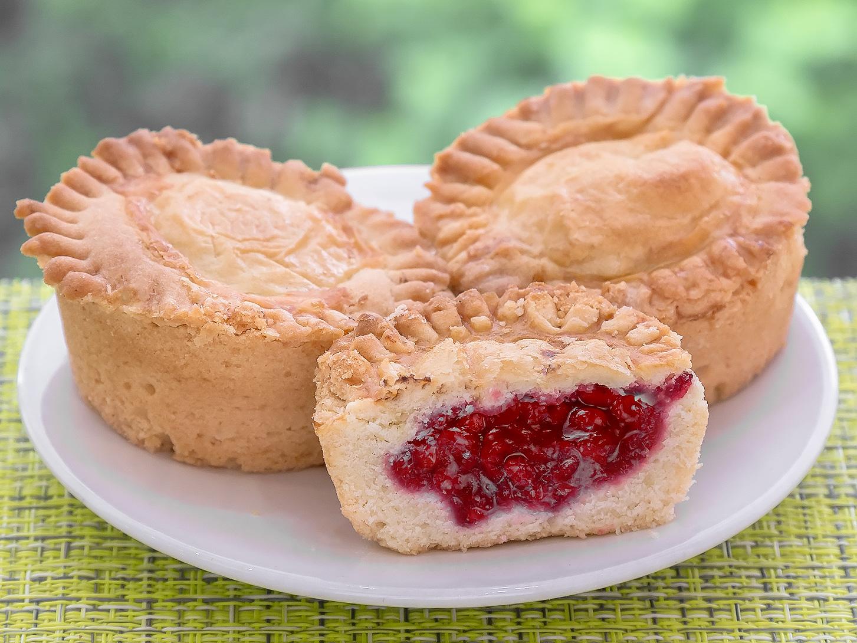 Пирожное Лукошко брусника