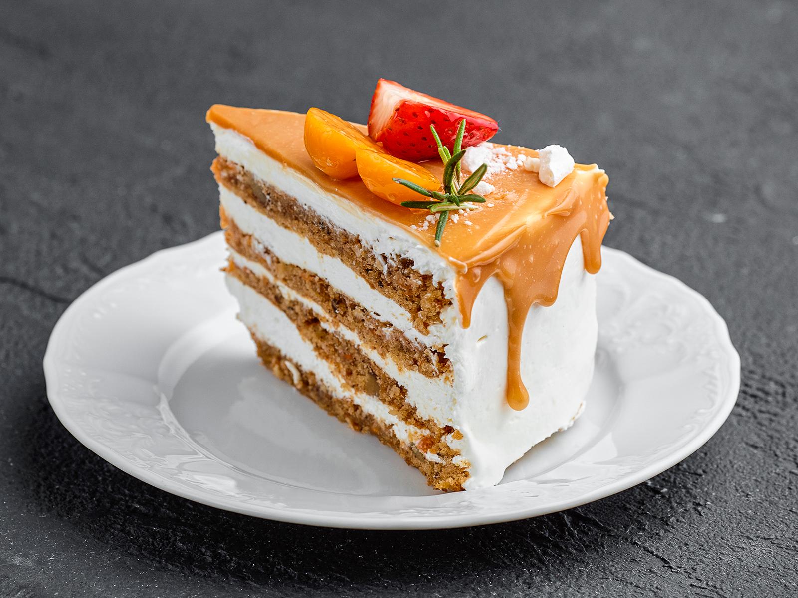 Кусок торта Морковный
