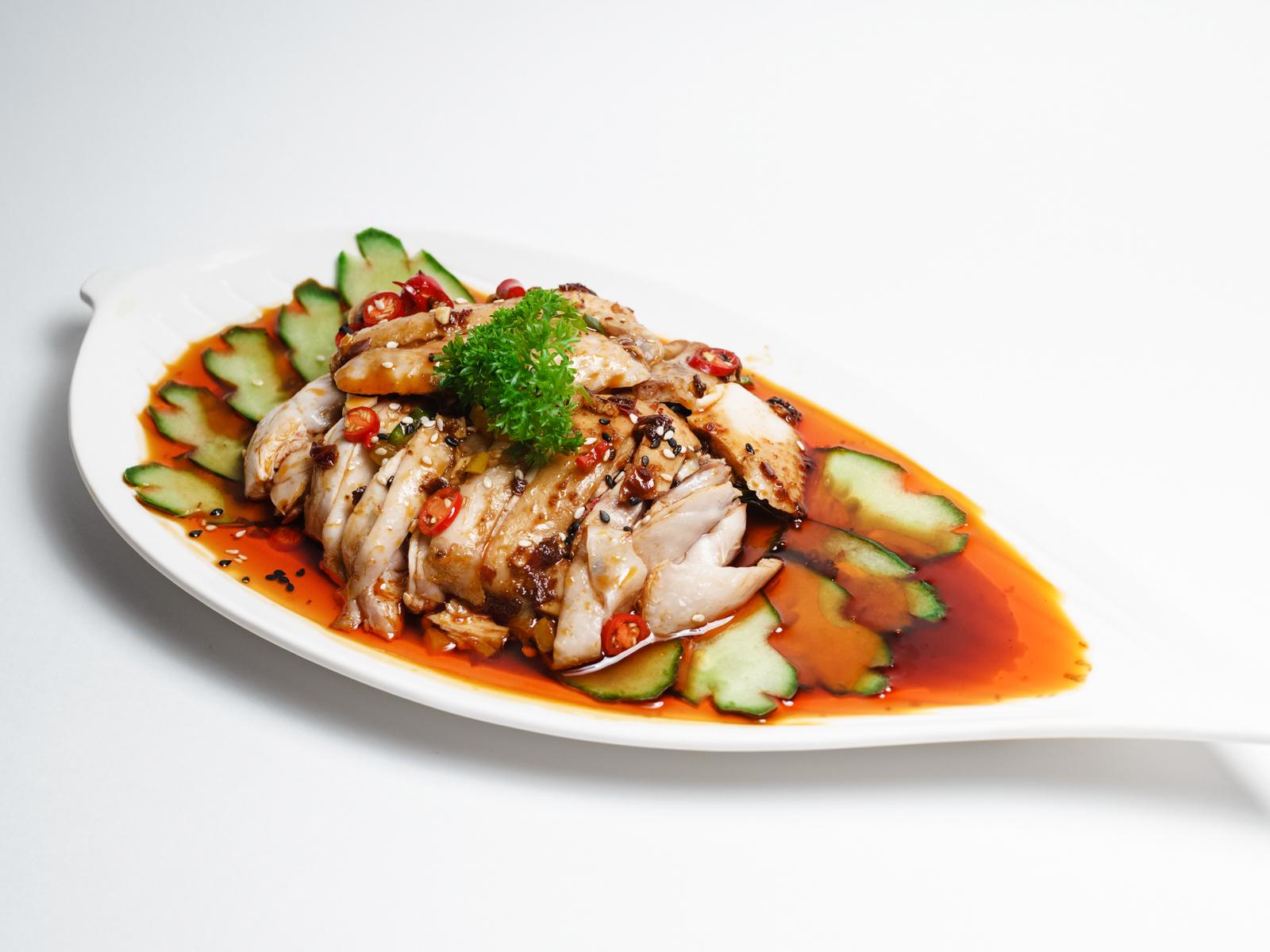 Салат из курицы под острым соусом