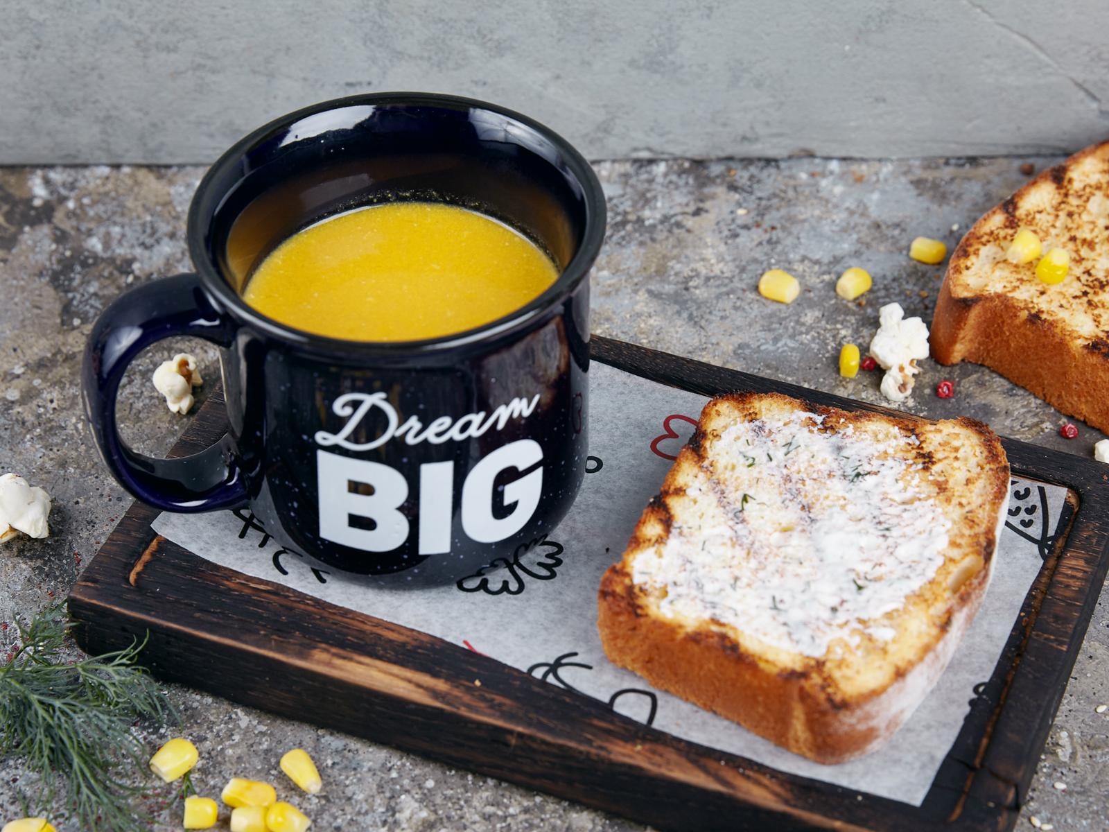 Кукурузный крем-суп с гренкой