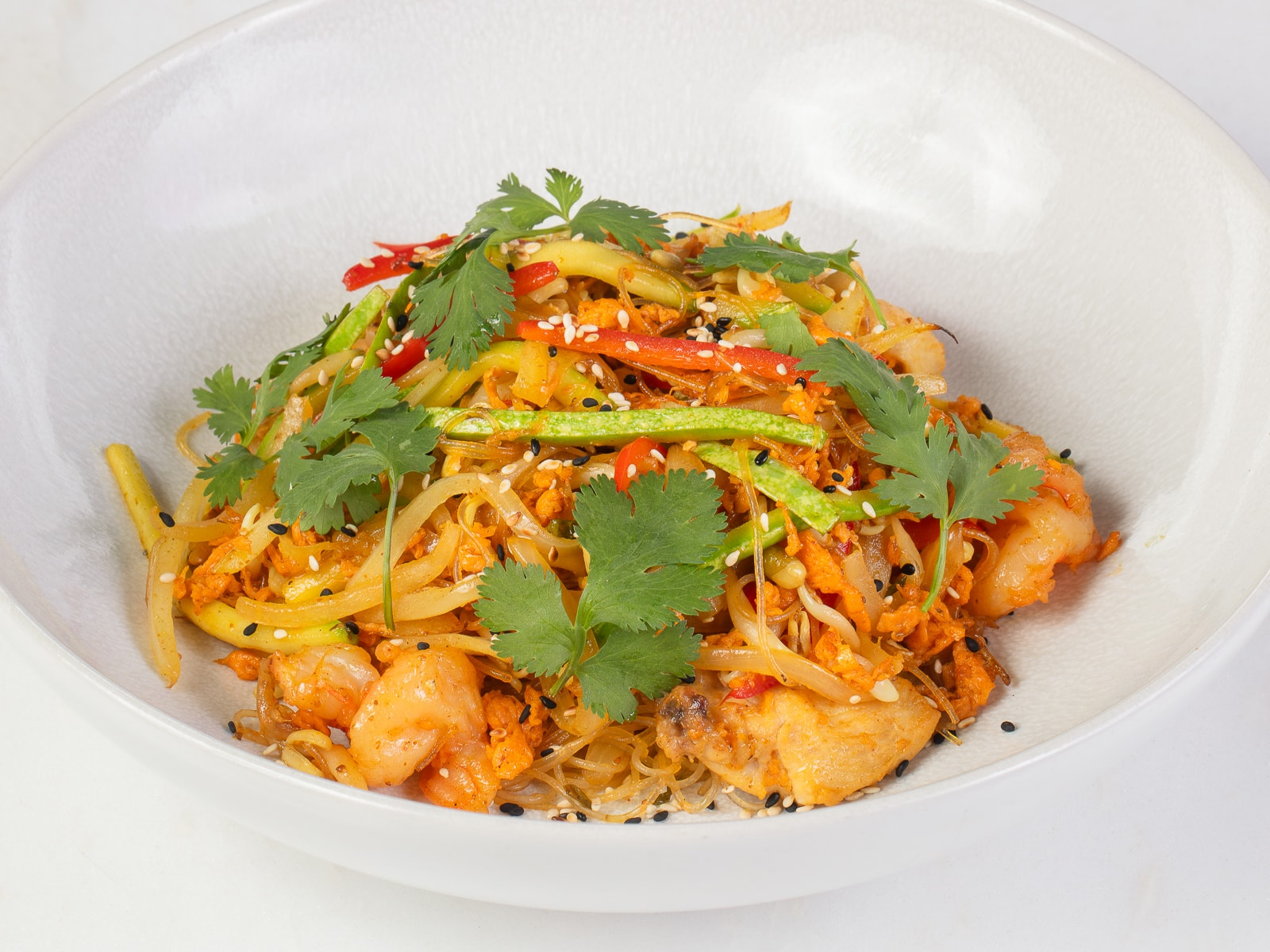 Рисовая лапша с курицей и креветками