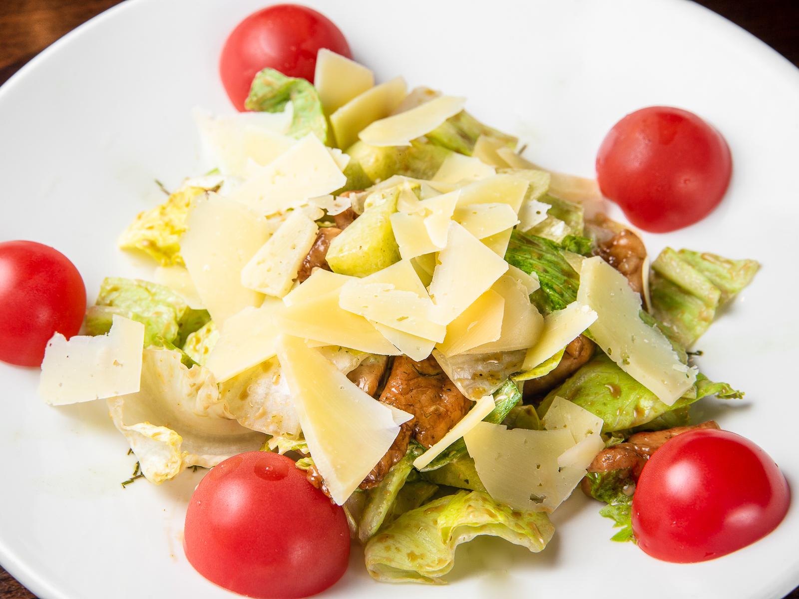 Салат от шеф-повара со свининой