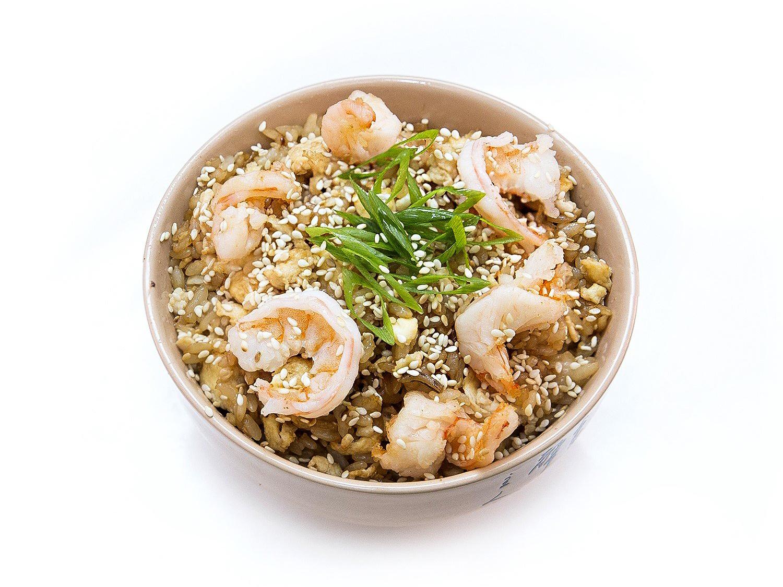 Чесночный рис с креветками