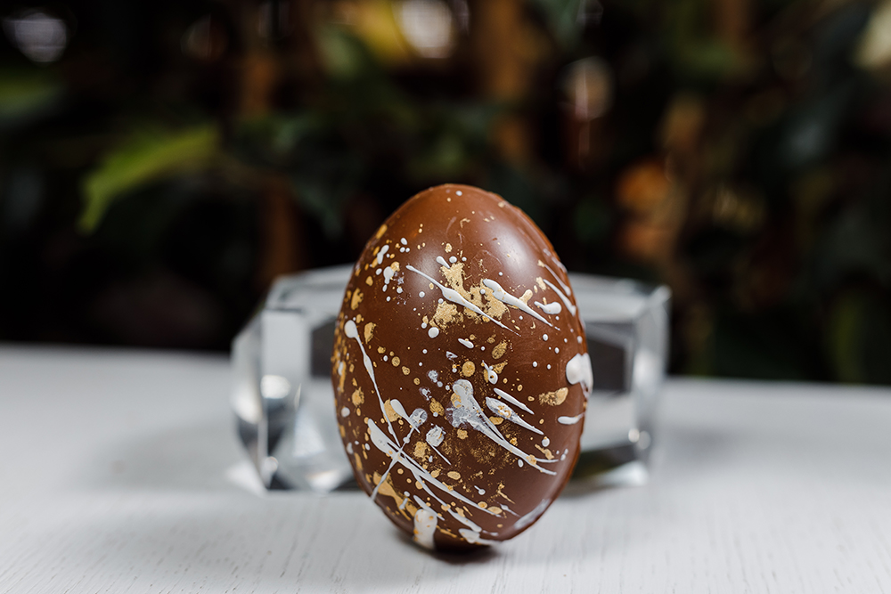 Яйцо шоколадное с сюрпризом