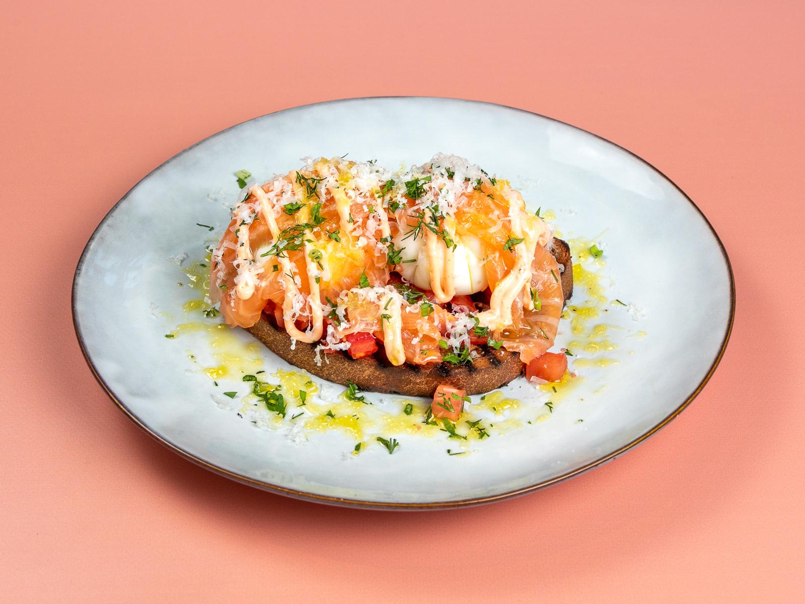 Яйца арзак с копченым лососем