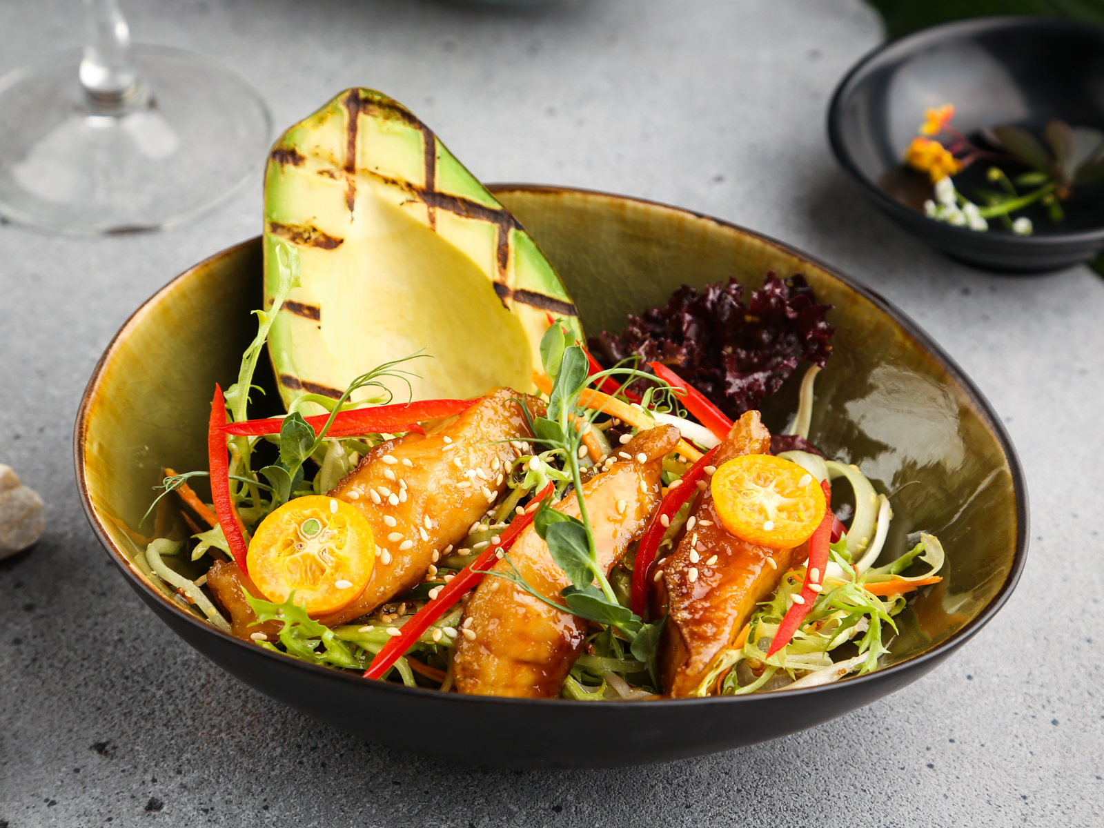 Салат с филе Тилапии и лосося терияки