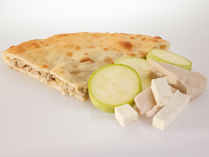 Пирог с курицей, кабачками и сыром