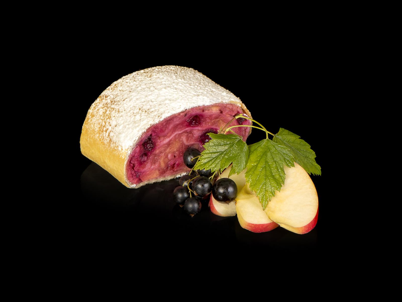 Веганский штрудель яблочный с черной смородиной