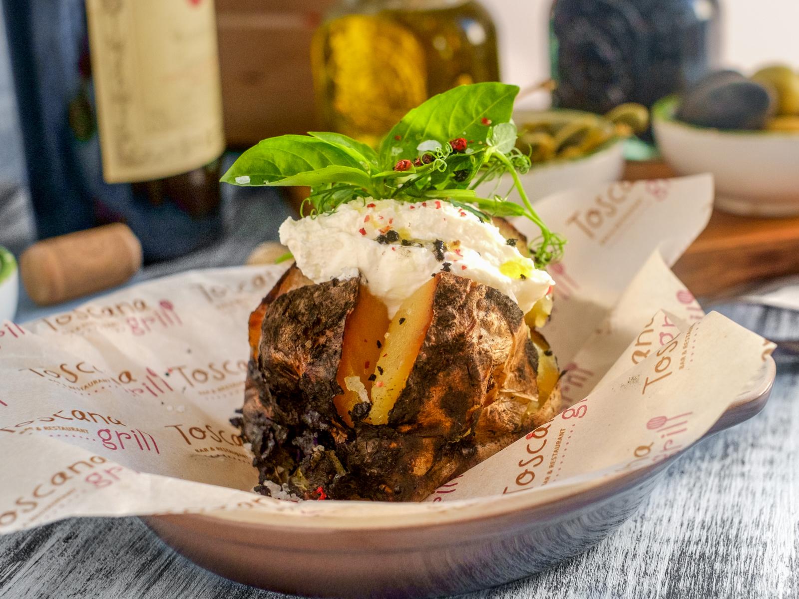Картофель в углях с творожным сыром