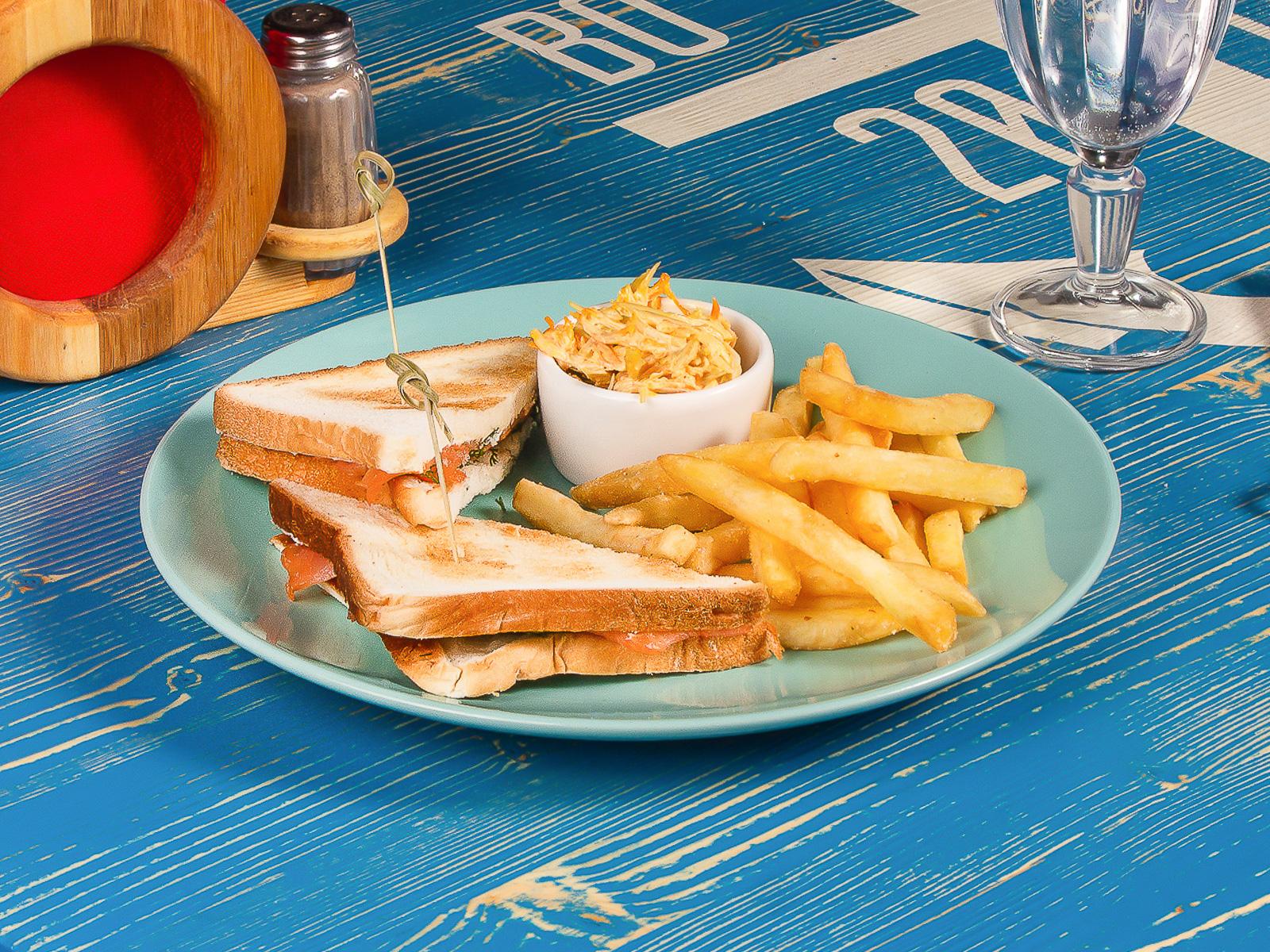 Сэндвич с лососем и сливочным сыром