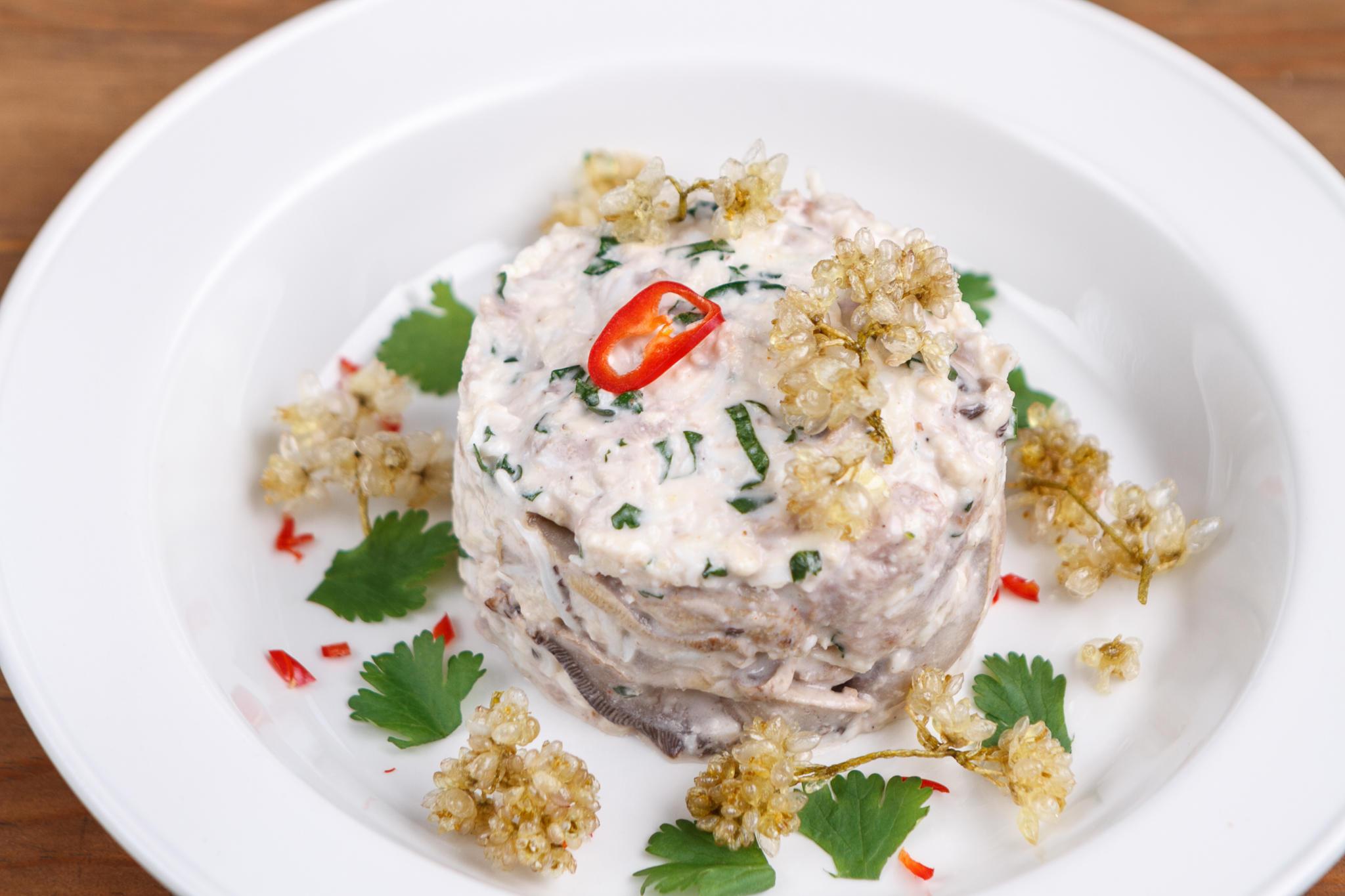 Зимний салат с говядиной и шампиньонами