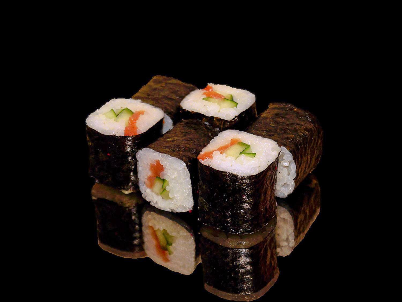 Ролл Огурец маки с копченым лососем