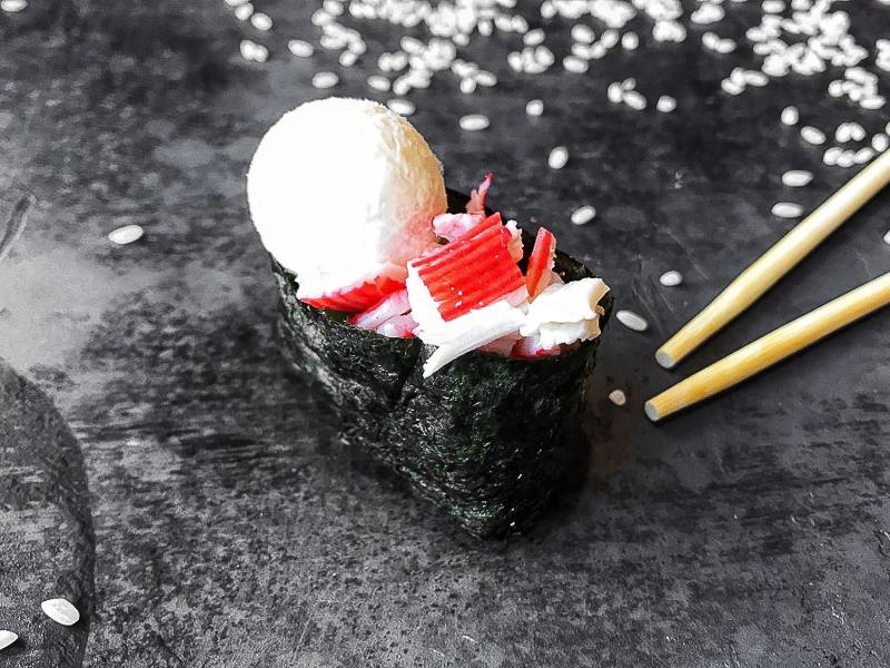 Суши сырные с крабом