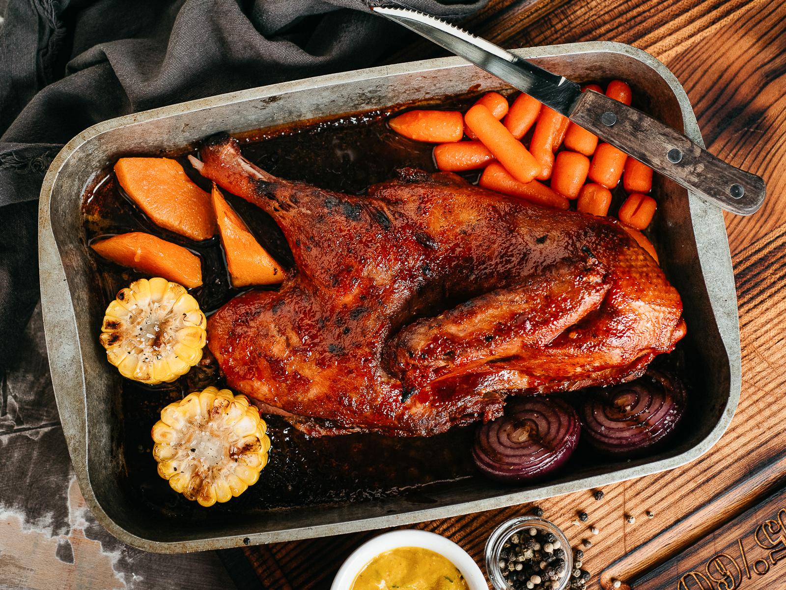 Томлёная утка с азиатским барбекю и печеными овощами