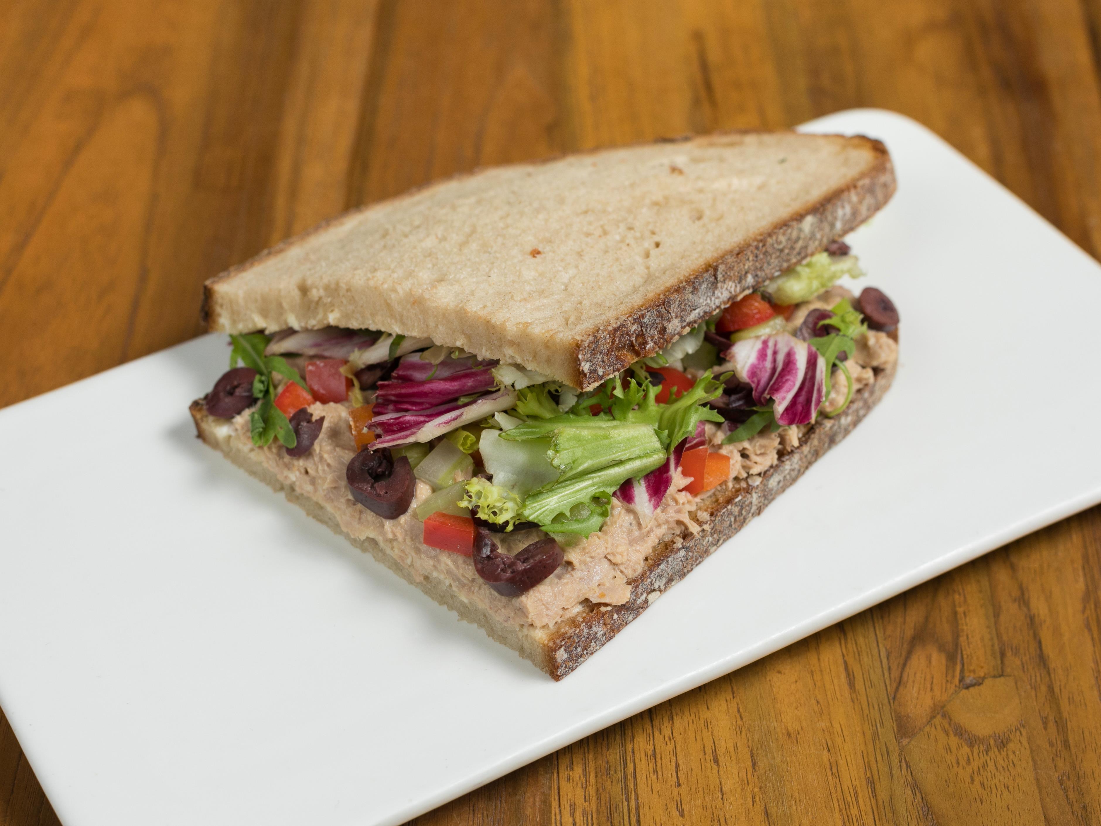 Сэндвич сочный тунец