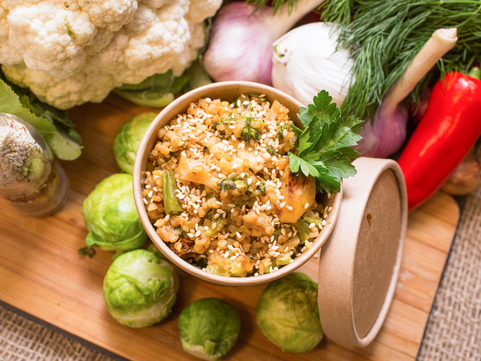 Булгур с овощами и арахисовой пастой
