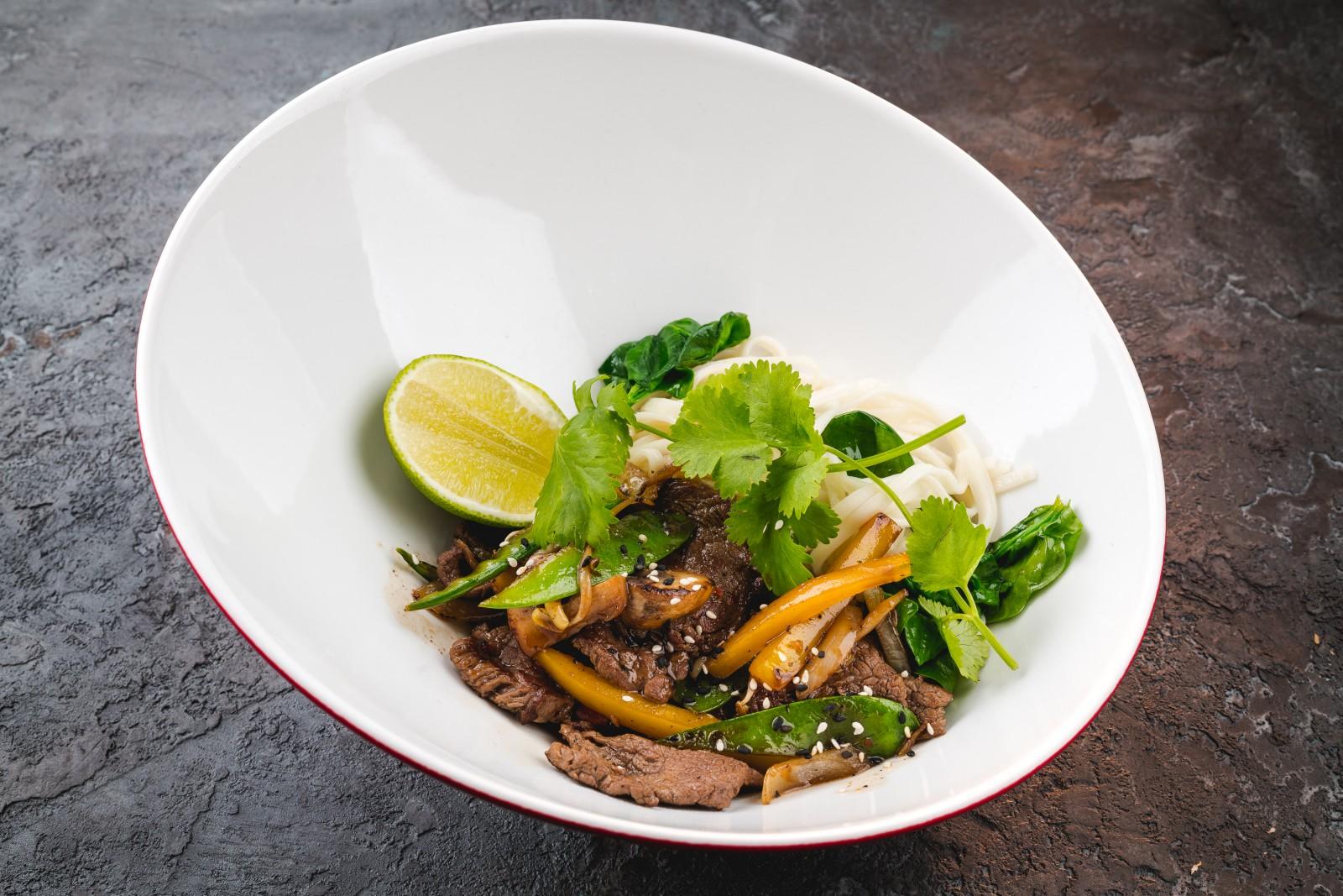 Лапша по-тайски с говядиной