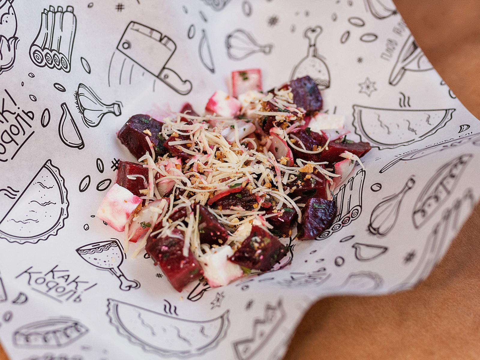 Салат из свеклы с домашним сыром