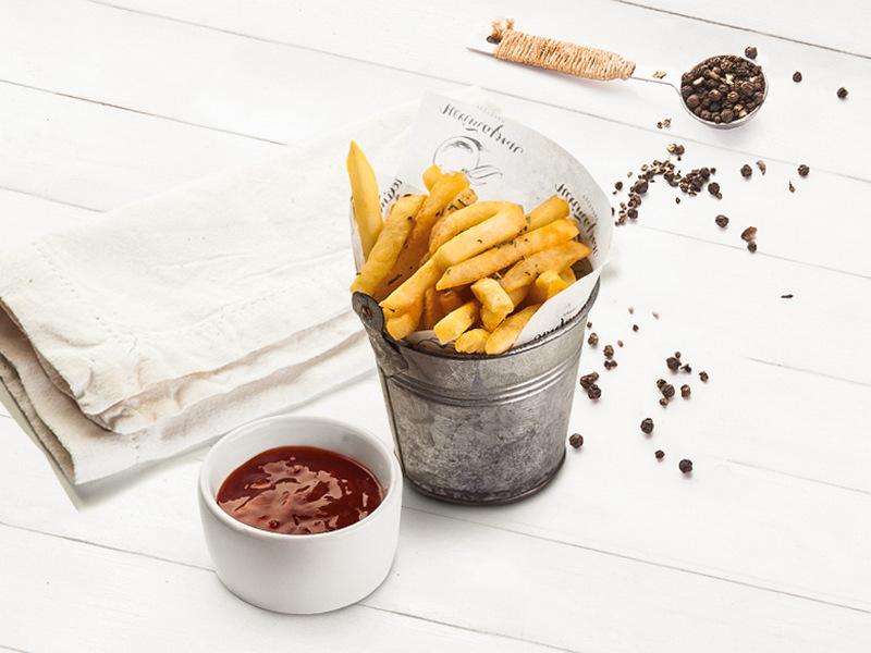 Картофель фри с розмариновой солью