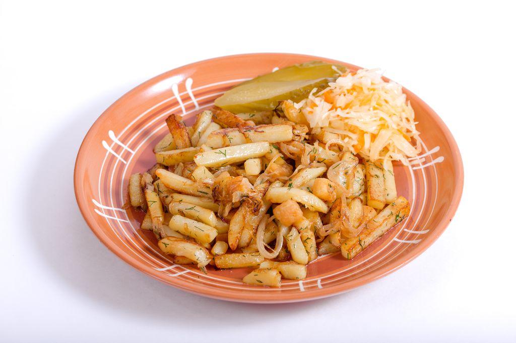 Картофель жареный с салом и луком
