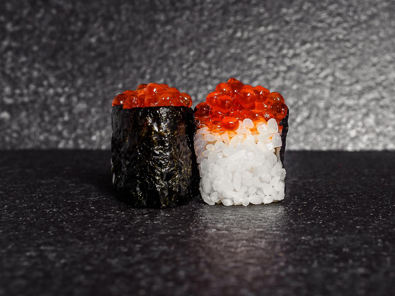 Суши с икрой лосося